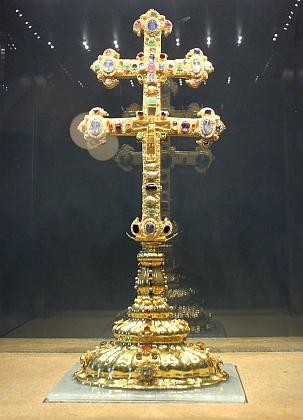"""V roce 2013 byl Závišův kříž jedním z exponátů přeshraniční Zemské výstavy, expozice """"Závišův kříž - splendor mysticus"""" byla umístěna ve vyšebrodském klášteře"""