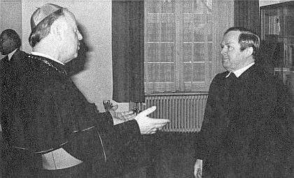 Roku 1977 byl biskupem v Rottenburgu jmenován duchovním radou