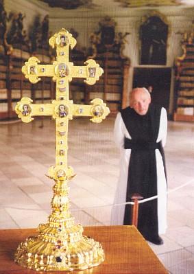 Závišův kříž, v pozadí za ním páter Xaver Švanda (viz iTecelin Jaksch a Hans Waltenberger)