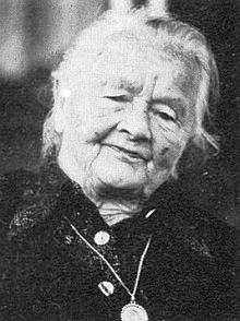 Jeho maminka Agnes, roz. Scherhauferová, zemřela roku 1983 v bavorské obci Kleinostheim