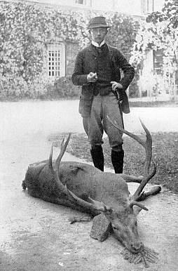 Momentky ze zámku ve Zdíkově: odjezd na lov a s uloveným šumavským jelenem