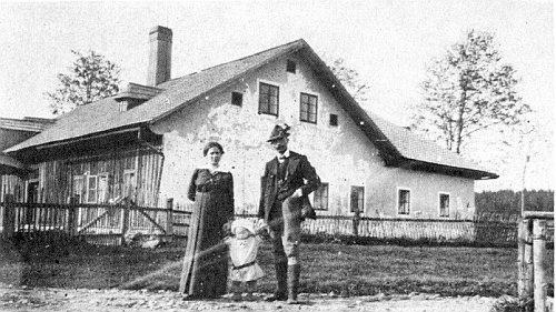 Myslivna v osadě Planie s paní Hokeovou, jejím manželem a malým synkem