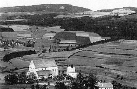 Kašperskohorský hřbitov v kdysi tak obdělávané šumavské krajině