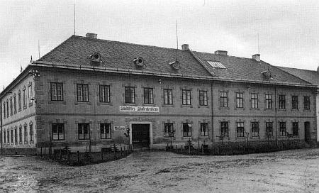 Muzeum a studentský domov v Kašperských Horách na snímku zdoby kolem  roku 1930