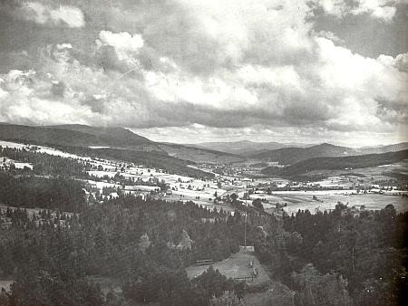 Pohled do železnorudského údolí na jeho snímku