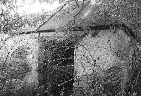 Čtvercová kaple v rodných Novosedlech