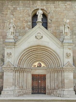 Dva záběry původně románského chrámu Zvěstování Panny Marie v areálu premonstrátského kláštera Teplá