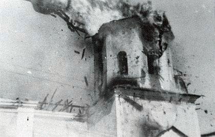 Hořící věž kláštera v Pivoni roku 1953