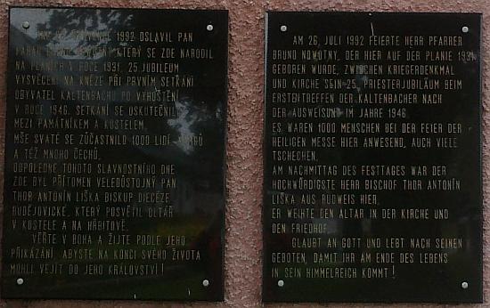 Pamětní deska na kostele v Nových Hutích