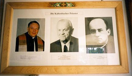Foto z novohuťského kostela (vlevo, zcela vpravo Leo Nebl)