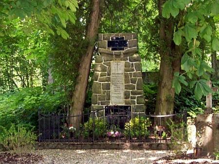 Obnovený památník padlým v Železné