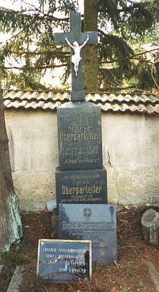 Hrob Marie a Ignaze Oberparleiterových v Kaplici