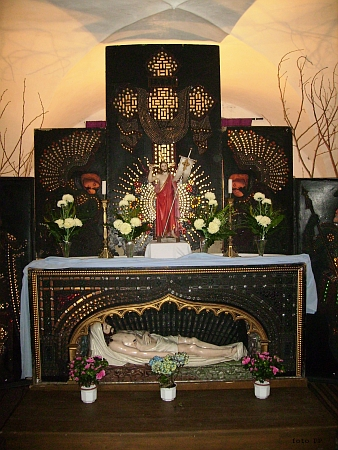 Skleněný Boží hrob v kaplickém kostele sv. Petra, dílo vyšebrodských sklářů z přelomu 16. a 17. století