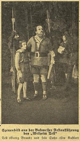 Text jeho proslovu k německému divadlu doprovázela v českobudějovickém německém listu tato fotografie z představení Viléma Tella