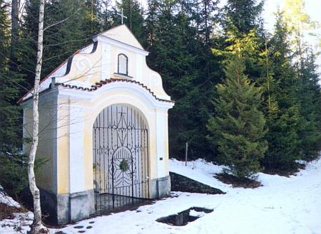 """Z jeho iniciativy byla opravena poutní kaple Hasenbrunn u Střeziměřic (Tritschmersch), zvaná česky i """"Zaječí pramen"""" či """"Kamenská hora"""""""