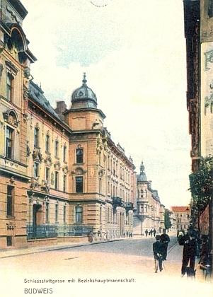 Budova budějovického okresního hejtmanství v někdejší Střelnické ulici (dnes ulice 28.října), kde byl otec Oppeltovy ženy posledním okresním hejtmanem za starého mocnářství