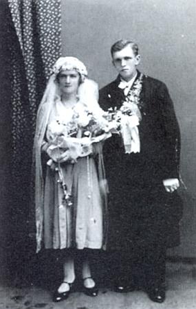 Svatební snímek jeho rodičů, datovaný dnem 4. října roku 1932