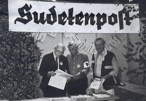 Při 39. Sudetoněmeckém sněmu v Mnichově a u stánku rakouského krajanského listu Sudetenpost