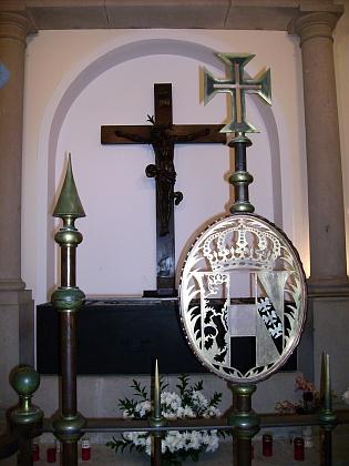 """Hrob Karla I. v kostele """"Nossa Senhora do Monte"""" (Monte je místní část metropole ostrova Madeira, kterou je město Funchal)"""