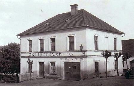 Rodný dům čp. 2 v Přídolí, místní škola, kdysi a dnes (2017)