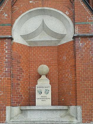 Památník na kostele v patronátním rakouském Aigen im Mühlviertel
