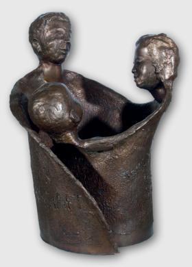 """Plastika z roku 2008 nese název """"Familie - Quelle der Gemeinschaft"""", tj. """"Rodina - pramen společenství"""""""
