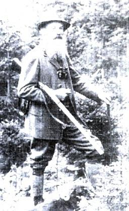 Jeho otec, knížecí hajný Karl Paleczek (1859-1937) na snímku, který pořídil jeho synovec Karl Paleczek (1895-1973), syn Karlova bratra Johanna (1855-1950)
