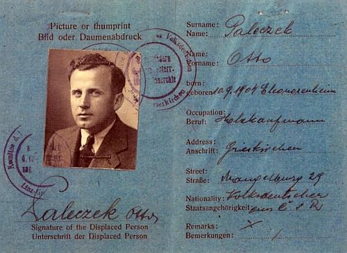 """Jeho rakouský průkaz, vydávaný pro """"Displaced persons"""" (DP), tj. osoby bez domova"""
