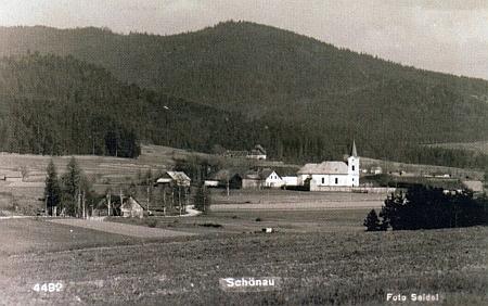 Schwarzenberské myslivny v Arnoštově a u Pěkné (Černý les) v pozadí Seidelových snímků, ta arnoštovská i v detailu