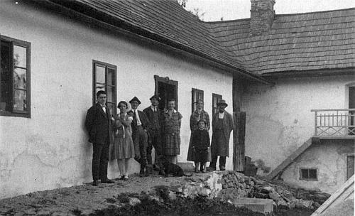 Hájovna v Huťském Dvoře s rodinami Paleczkových a Krennových...