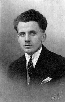 Snímek z roku 1924, kdy mu bylo dvacet let, pořízený v ateliéru JosefaSeidela, kde se v letech 1919-1922 vyučil