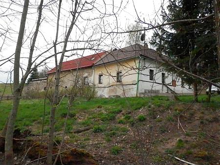Právě toto jediné dnes stojící původní stavení v Jelmu prý patřilo Paleczekovým (viz i Josef Paleczek)