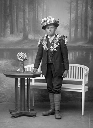 Bratr Rudolfa Paleczeka Josef jako rekrut na snímku z fotoateliéru Josefa Seidela, pořízeném 7. září 1917
