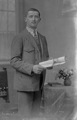 Další z bratrů Franz byl takto vyfotografován 1. ledna roku 1925