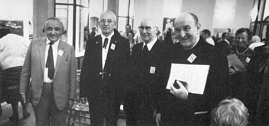 """Ke dvousetletému jubileu budějovické diecéze byl roku 1985 vyznamenán medailí """"svatého biskupa Neumanna"""" a stojí tu vedle Ernsta Irsiglera, Johannese Bartha a Josefa Dichtla prvý zleva při jejím udělování"""