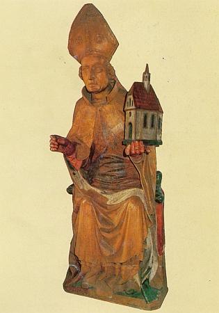 Jedním z vynikajících dokladů úrovně středověkého umění na jihu Čech je i tato krumlovská plastika, znázorňující jednoho z patronů Šumavy, svatého Volfganga