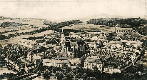 Pohlednice z roku 1910 zachacuje areál vyšebrodského kláštera v době, kdy byl opatem