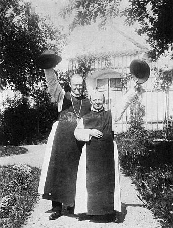 S vyšebrodským farářem P. Felixem Dickem na snímku, pořízeném v zahradě kláštera někdy kolem roku 1910