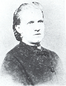 Jeho žena, roz. Barthová, byla dcerou majitele statku čp. 2 ve Lhotě (Stift), vedla prý nákladný život, většinou vBudějovicích, hospodářství ve Lhotě zůstávalo opuštěné