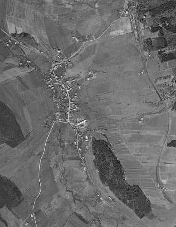Zelená Lhota na leteckých snímcích z let 1949 a 2008