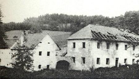 Rozpadající se Panhölzlovo stavení v Horním Přísahově před úplným zánikem