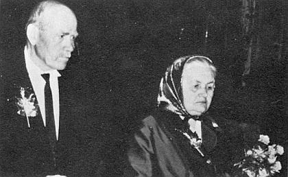 """""""Zelená"""" a """"zlatá"""" svatba Josefa a Kathariny Panhölzlových 10.května 1921 a 1971"""