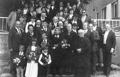 Diamantová svatba v roce 1981 se zástupem gratulantů