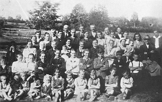Obyvatelé Horního Přísahova před vysídlením na jaře roku 1946