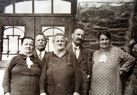 Poslední setkání sourozenců Panniových v roce 1938: zleva Rosalie, Kleofas, Sofie, Eduard a Amalie