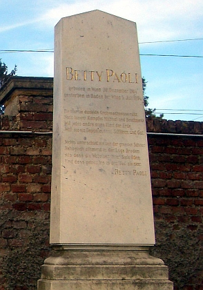 Její hrob na Centrálním hřbitově veVídni