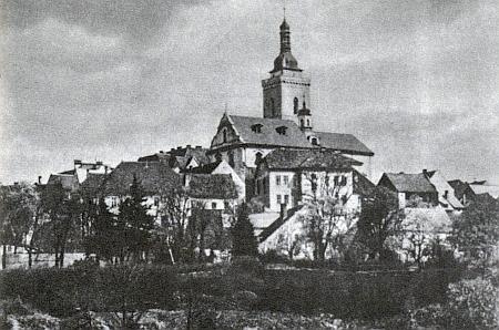 Pohled na děkanský kostel v rodném Stříbře