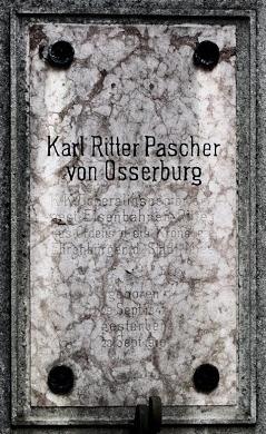 Hrobka rodiny Pascherů a nápis na náhrobní desce Karla Paschera von Osserburg na stříbrském hřbitově
