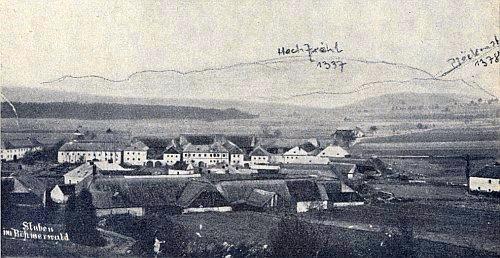 Další stará pohlednice Hůrky, je tu dokreslen hřeben Smrčiny a Plechého