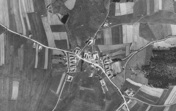 Maminčina  rodná Hůrka na leteckých snímcích z let 1949 a 2008